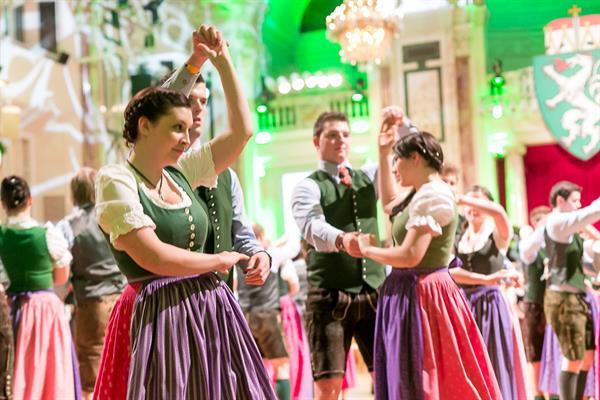 Tanzkünste auffrischen für den Steirerball 2018